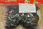 Najdete rozdíly? Jeden z vánočních řetězů jsme zakoupili od asijských prodejců a jeden jsme vyfotili v české prodejně.
