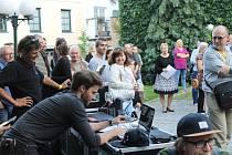 Z happeningu na podporu divadelníků v Kladně.