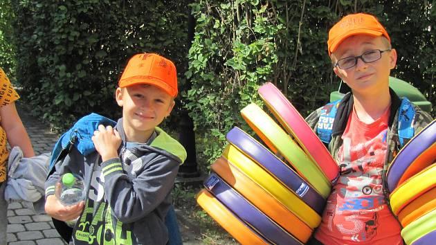 Děti si užily loutkové představení Dva kašpaři.