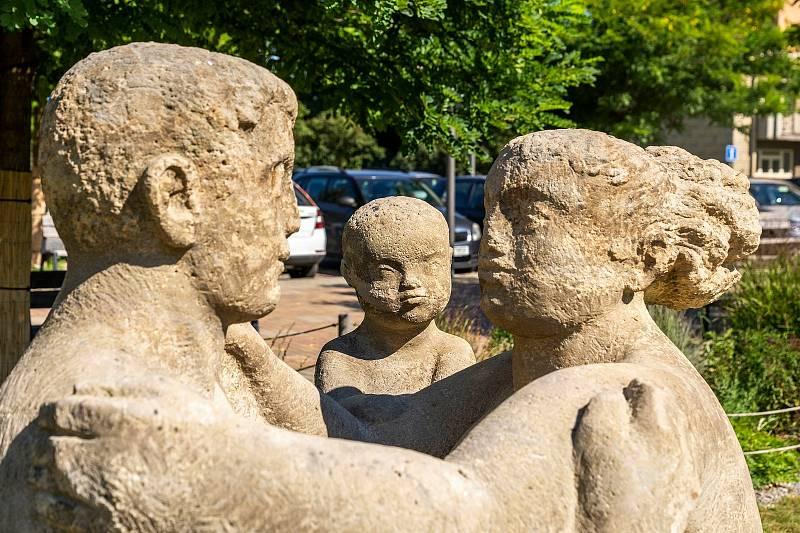 Socha rodiny na kladenském náměstí.