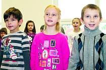 VYSTOUPENÍ TUŘANSKÝCH dětí při slavnostním otevření mateřské školy.