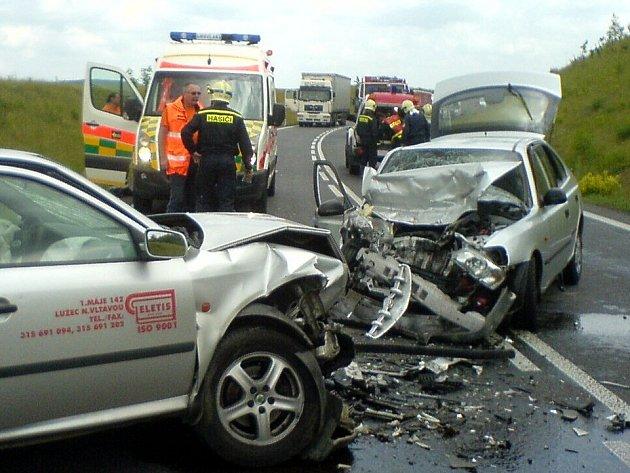 Dopravní nehoda u Nové Vsi vypadala hrozivě.