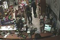 Muž namířil v benzinové čerpací stanici ve Smečenské ulici v Kladně  zbraň na obsluhující ženu.
