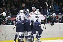 Hokejová extraliga, Kladno (v bílém) hostilo druhé Karlovy Vary
