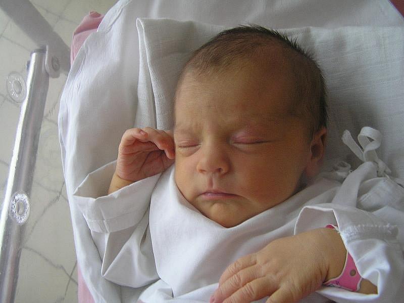 Alžběta Pekárková, Kladno, 12.1.2010, váha 3,44 kg, míra 52 cm, rodiče jsou Pavla a Ondřej Pekárkovi, porodnice Kladno