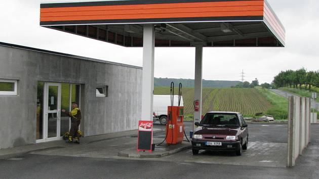 Benzinová čerpací stanice v Brandýsku.