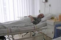 Pacienti upoutaní na nemocniční lůžko jsou pokaždé v ohrožení, že je někdo okrade, jak jen zamhouří oko.