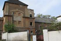 Majitelé historického objektu někdejšího pivovaru v Buštěhradu nenašli dosud s  představiteli města a zástupci obyvatel společnou řeč. Budovám tak stále hrozí zbourání nebo postupné zchátrání.