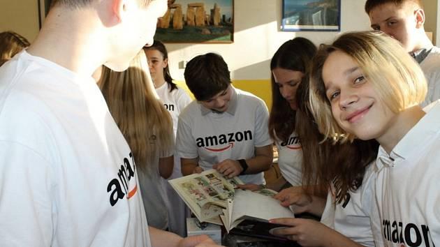 Školáci z Kladna dostali k Vánocům Kindlotéku a hromadu knih.