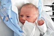 ADRIEN BUCHBAUER, KLADNO. Narodil se 10. prosince 2017. Po porodu vážil 2,55 kg a měřil 46 cm. Rodiče jsou Miroslava Rosáková a David Buchbauer. (porodnice Kladno)