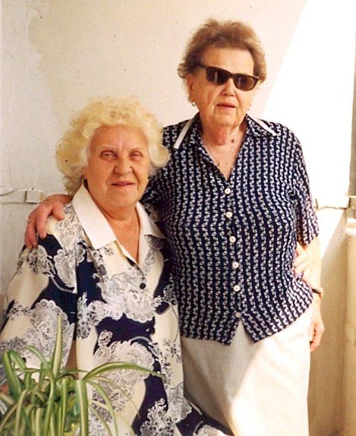 Eva Fišerová (vlevo) z Kladna si i přes aktivní důchod našla čas na cestování, například za příbuznými do Bratislavy.