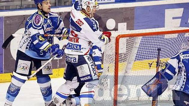 Libor Procházka (vlevo) dostal vysoký trest, pět zápasů.