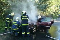 Zhruba každý třetí výjezd k nahlášenému požáru pro středočeské hasiče znamená, že jedou likvidovat plameny hořícího automobilu.