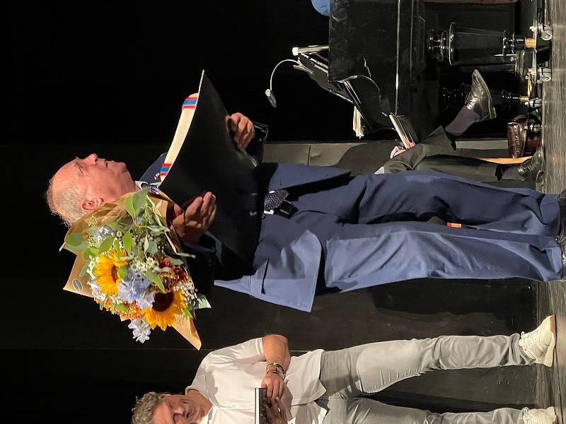 Křest knihy Hokejová legenda Milan Nový se konal v kladenském divadle u příležitosti sedmdesátin Milana Nového. Křtili i Jaromír Jágr a primátor Kladna Milan Volf.