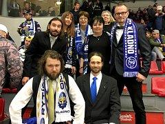 Fanoušci Kladna se na slavnostní zápas oblékli stylově do slavnostního, výhru v Budějovicích slavili v kvádrech.