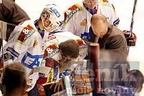 Hokejová extraliga, Pardubice - Kladno 4:2, zraněný Radovan Somík