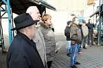 Den válečných veteránů si připoměli také ve Slaném na městském tržišti u pamětní desky.