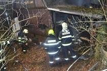 Silvestrovský požár chaty ve Svárově.