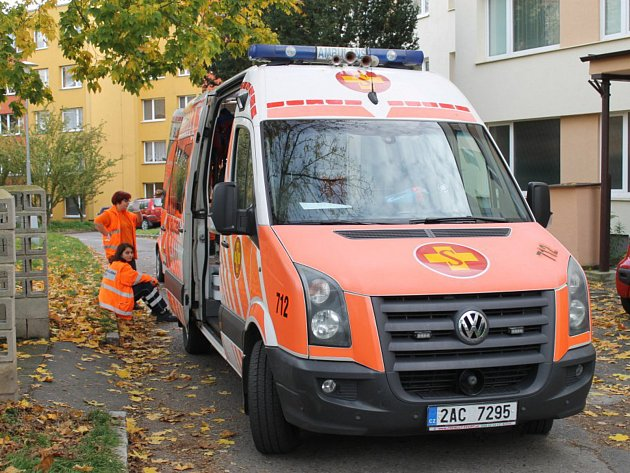 U hádky dvou mladých lidí zasahovala ve Slaném ve Vítězné ulici i sanita.