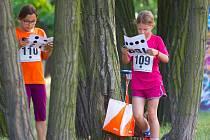 Městské nebo parkové orientační běhy jsou velmi  vhodné pro děti a začátečníky. Rozálie Pilátová (č. 110) z KOB Kladno na  trati sprintových štafet v Praze.