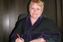 """Přísedící  Marie Šilhavá pociťuje největší zadostiučinění  ve chvíli, kdy odsouzená osoba s verdiktem soudu nesouhlasí a  krajský soud nakonec rozhodnutí kladenských kolegů potvrdí. """"V tu chvíli jsem si stoprocentně jistá, že jsme rozhodli správně."""""""