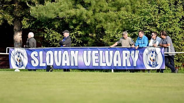 Velvary (v růžovém) hostily v dalším kole FORTUNA:ČFL Benešov.