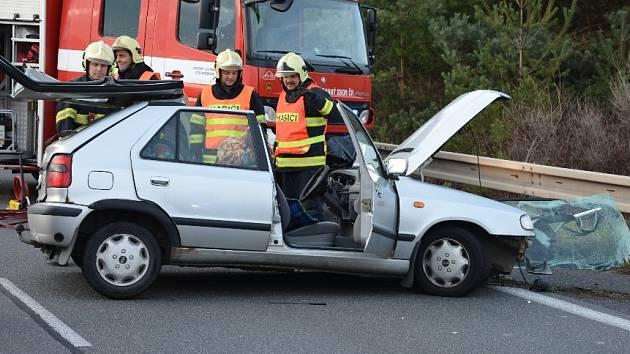 Páteční nehoda ochromila provoz na I/7 u Slaného na několik hodin