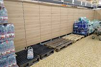 Nákupní horečka v obchodech na Kladensku.