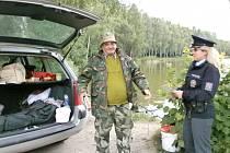 PREVENTIVNÍ AKCE tentokrát policisty přivedla na břehy Turyňského rybníka.