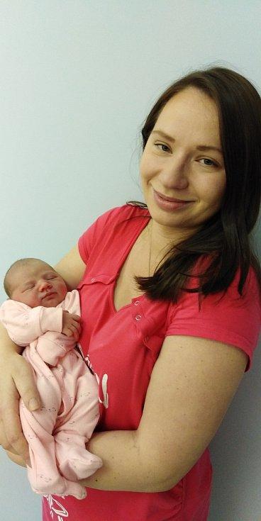 Prvním miminkem roku 2021 v čáslavské porodnici se stala Klárka Skalníková. Narodila se 1. ledna 2021 čtvrt hodiny po půlnoci. Pyšnila se porodní váhou 3930 gramů a délkou 52 centimetrů. Doma ve Vrdech se z ní těší maminka Lucie a tatínek Jan.