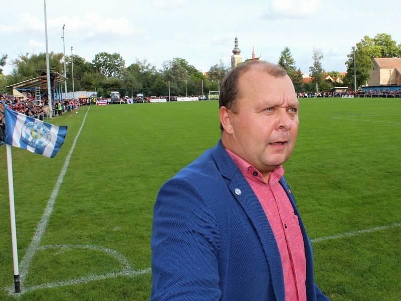 Fotbalová bomba tikala ve Velvarech, domácí ji ale neodpálili úplně a Slavia zápas o postup do osmifinále MOL Cupu zachránila. Vyhrála 4:2. předseda Slovanu David Vedral
