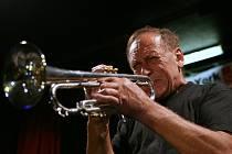 Jednou z hvězd letošních Slánských jazzových dnů bude známý Laco Deci.