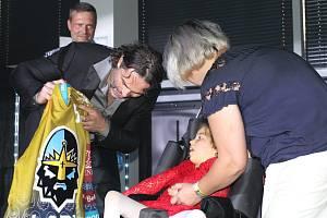 Představení nových dresů Rytířů v NC Oaza a uvedení dalšího člena do Síně slávy kladenského hokeje, Miro Rysa. zlatý dres dostala od Jaromíra Jágra malá Eliška, které se klub snaží pomáhat