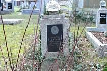 Dobrovolníci uklidí celkem sedm hrobů.