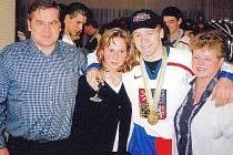 Ladislav Vlček po návratu z Moskvy s rodiči a sestrou.