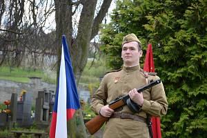 Pietní vzpomínka na hřbitově v Brandýsku.