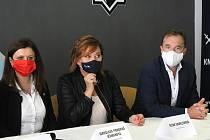Dojde k rozsáhlé rekonstrukci zimního stadionu Kladno? Jednali o tom Jaromír Jágr, Alena Schillerová, Jaroslava Pokorná-Jermanová, Milan Hnilička, Milan Volf a Jiří Chvojka.