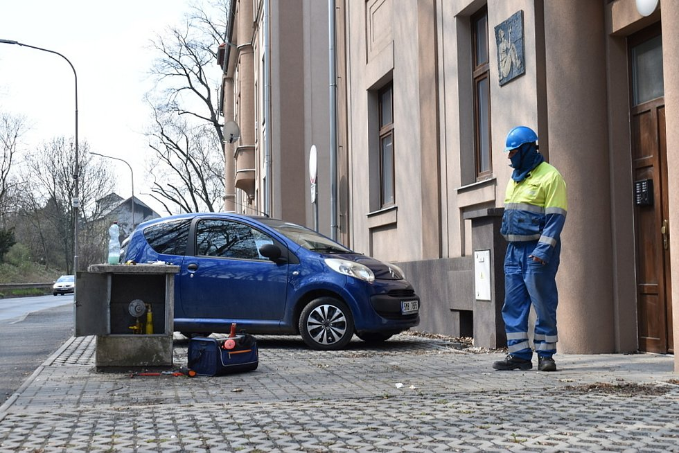 V Ouvalově ulici ve Slaném někdo poškodil uzávěr plynu, plynaři závadu neprodleně odstranili.