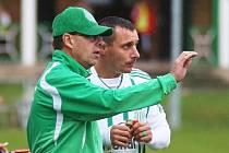 Martin Čurda udílí pokyny Michalu Zachariášovi. Pošle ho v neděli na hrot útoku?