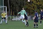 Hlavičkuje Zdeněk Podraný // SK Lhota - SK Doksy 2:1 (2:0), utkání I.A. tř., 2010/11, hráno 10:10.2010