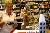Máte-li doma školáka, vyražte na nákupy včas. Podle pracovníků papírnictví zatím největší návaly teprve očekávají, ale už včera odpoledne se někde tvořily fronty.