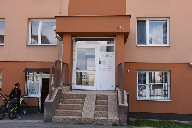 Ve Slaném ve Vikově ulici zasahovali detektivové. Odvedli jednoho člena paramilitárního domobraneckého spolku.