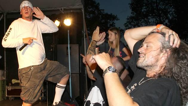 Za pořádáním festivalu stojí stochovská kapela E.O.S.