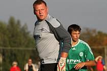 Jiří Kukelka musel zaskočit, ač sám není ještě zdravotně v pořádku, za vykartovaného Michala Doušu // Sokol Hostouň - SK Hřebeč 1:2 (0:0), utkání I.B stč. kraj, tř. 2010/11, hráno 12.9.2010