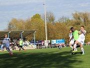 Velvary - Kladno 2:0, tuhle šanci domácí Vašut zakončil prvním gólem.