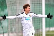 Lukáš Pihrt slaví gól do sítě CSKA Moskva