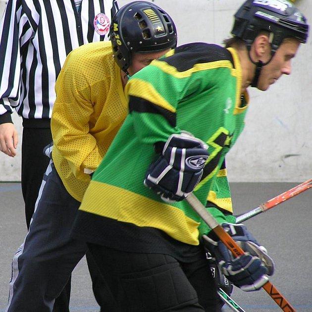 Aleš Jiřík hraje hokejbal za Blac Casino, hokej v Německu za TSV Erding Gladiators