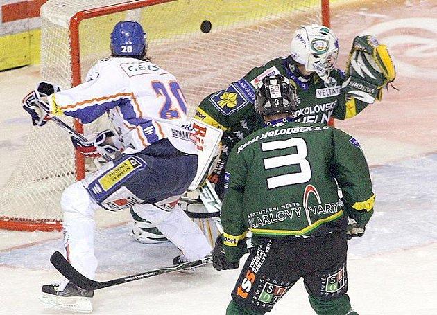 Martin Procházka dává svůj druhý gól.