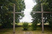 Kříže, které připomínají památku padlých.