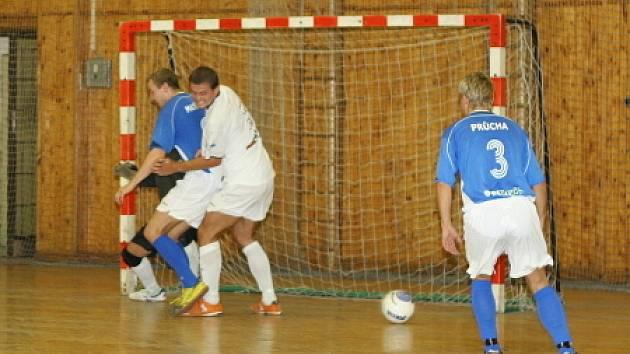 David Müller (v bílém) zamířil s reprezentací do Brazílie.